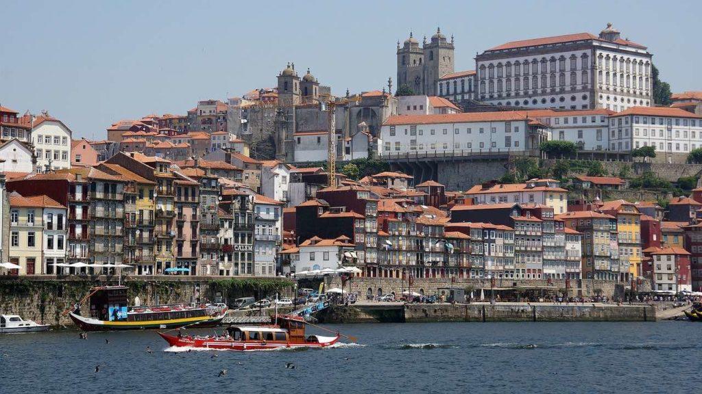 Vue de Porto depuis le Rio Douro